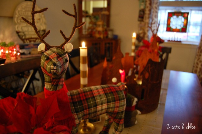 2 cats & chloe: Festive reindeer tablescape