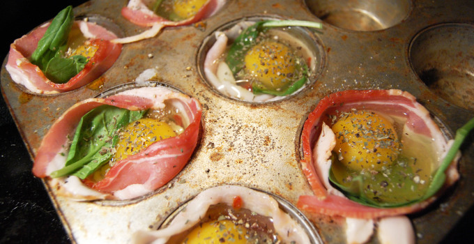 Whole30 Approved Breakfast: Tomato Spinach Egg Cups