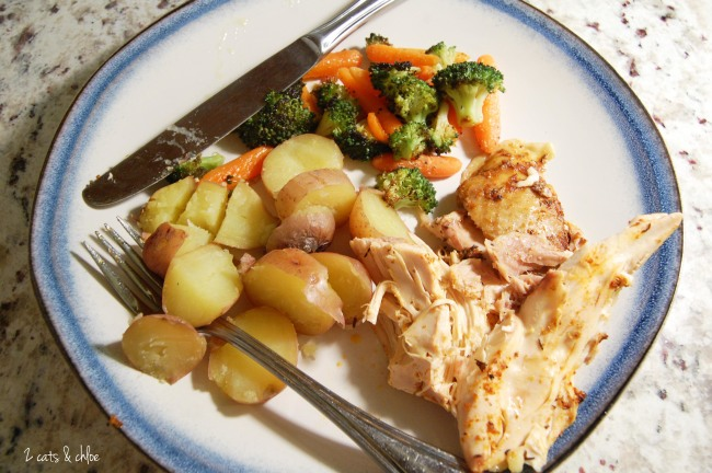 2 cats & chloe: Whole30 Complaint Slow Cooker Chicken Dinner