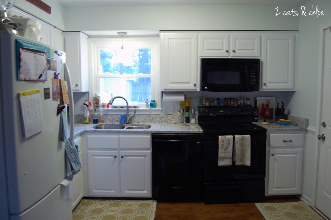 2 cats & chloe: New kitchen, White cabinets, white granite