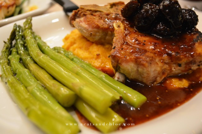 2 cats & chloe: Virginia Beach Town Center Tupelo Honey - Pork Chops - Gluten Free